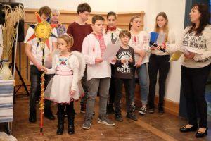 Ukrainer in Karlsruhe, Samstagsschule, Kinder bei der Aufführung