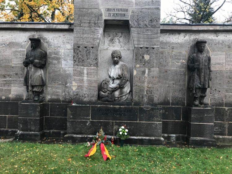 Ukrainisches Denkmal Rastatt, Ukrainer in Karlsruhe